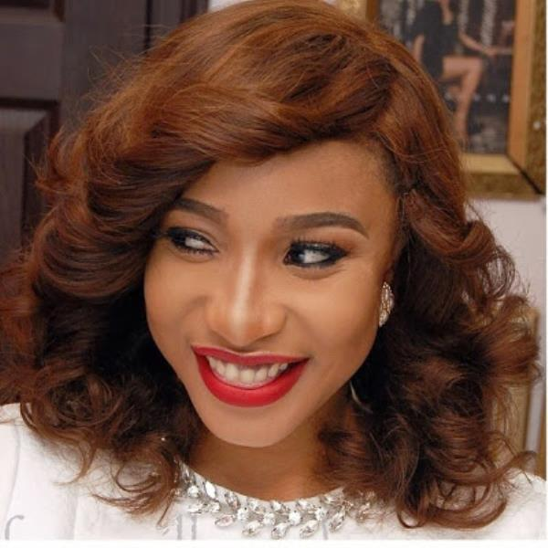 Tonto Dikeh posted these messages on her instagram page. From the look of things, it is pretty obvious her man has been stolen by another lady... How sad.. How sad!-411vibes-600x600