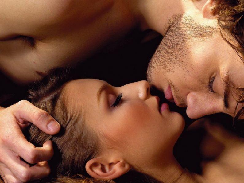 Couple-kissing-1-795x596