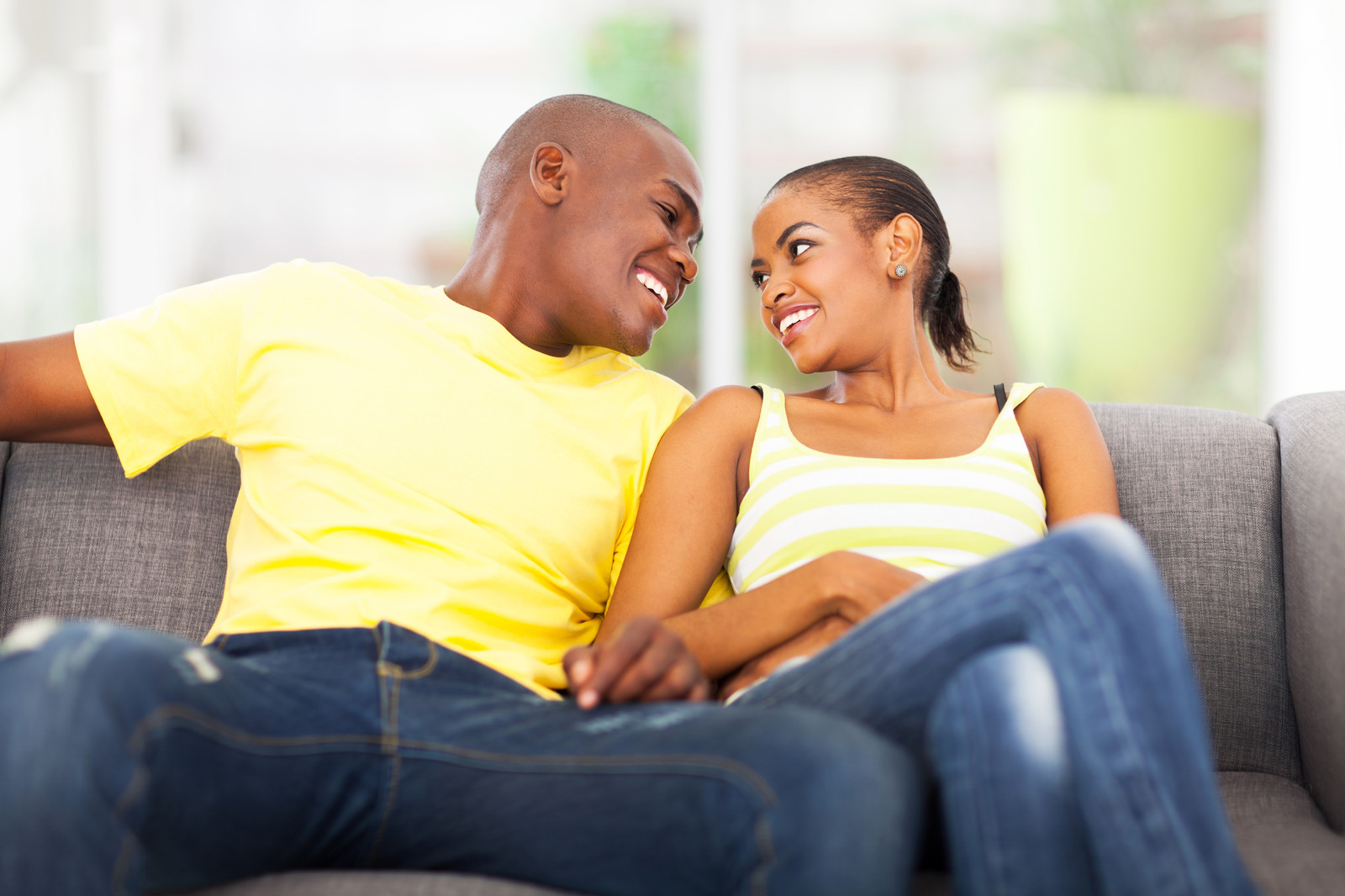 Signs your boyfriend will never propose marriage to you