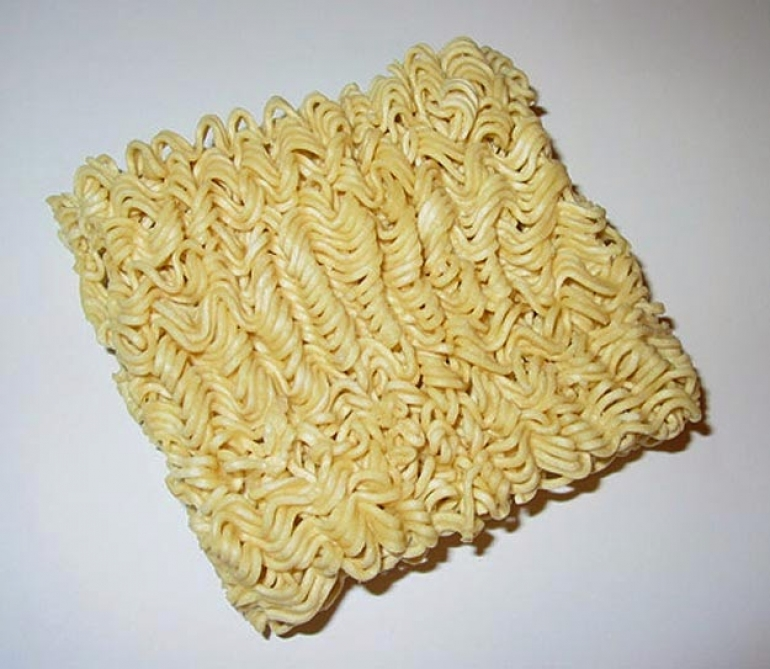 reasons you should stop eating instant noodles theinfong.com