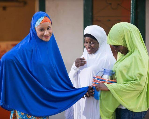 Adesua Etomi Wellington rocks hijab
