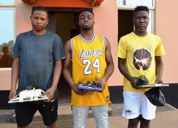 EFCC arrests 19 yahoo boys