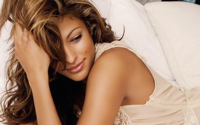 Eva-Mendes-10 most attractive female celebrities in USA - theinfong.com.jpg - 700x437