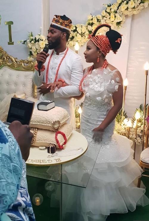 Linda Ejiofor and Ibrahim Suleiman cut their wedding cake