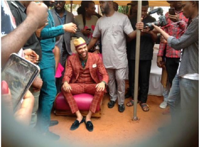 Jidenna visits his primary school in Enugu