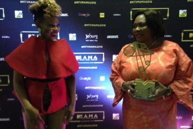 yemi-alade-takes-her-mum-on-a-shopping-spree